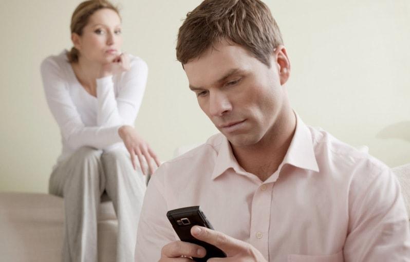 узнала, что муж изменяет, но он все отрицает и не извиняется