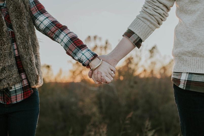 почему парень любит девушку но не предлагает встречаться