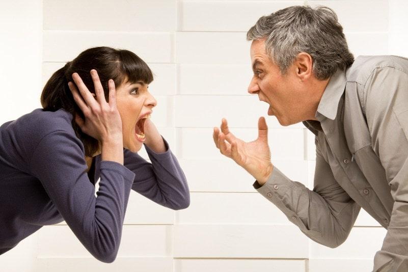 как правильно вести себя на работе с человеком с которым в конфликте