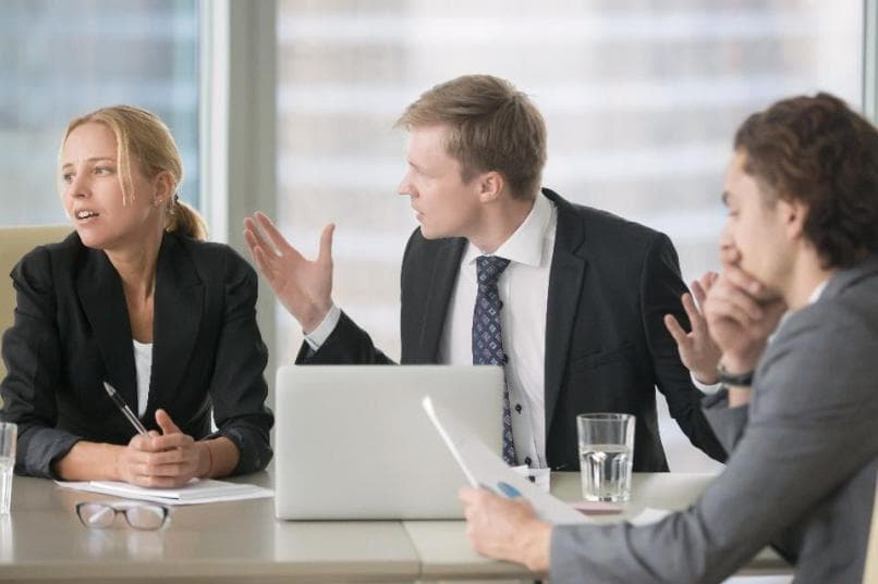 хамство коллег: как ответить обидчику