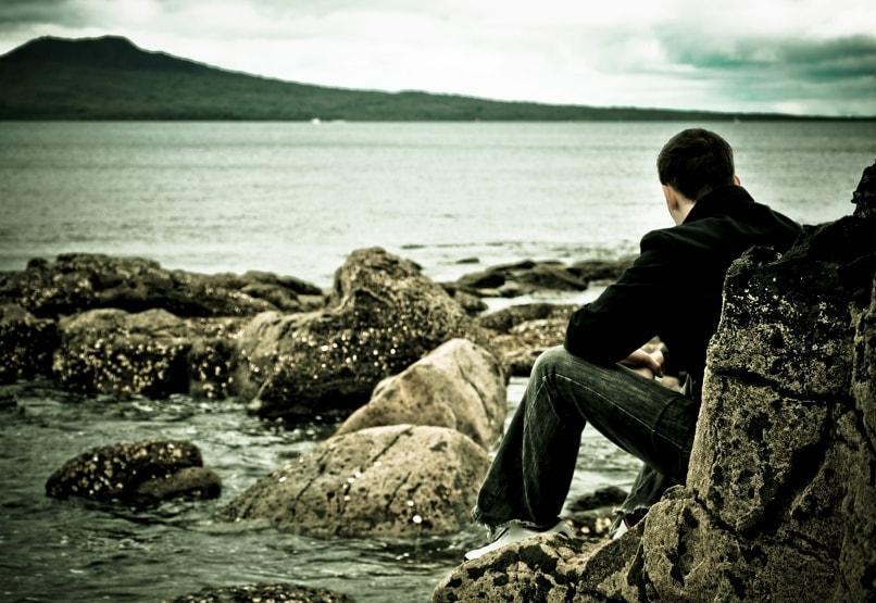 девушка не хочет общаться: как ее вернуть
